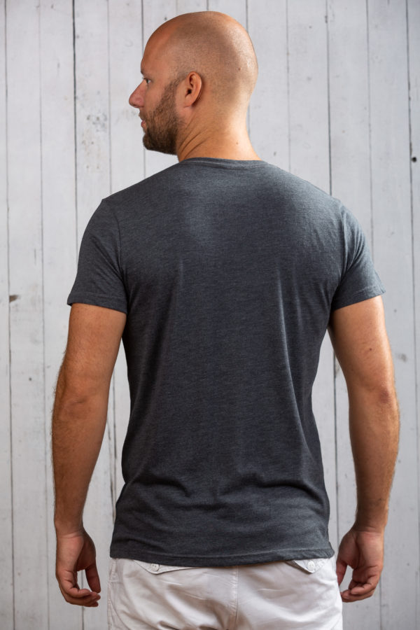 Auffallendes Herren-Shirt im Used-Look