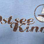 Cooles Herren-Shirt mit Segelboot-Print von Ostseekind