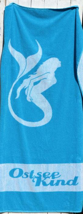 Tolles Strandtuch mit Meerjungfrauen-Print von Ostseekind
